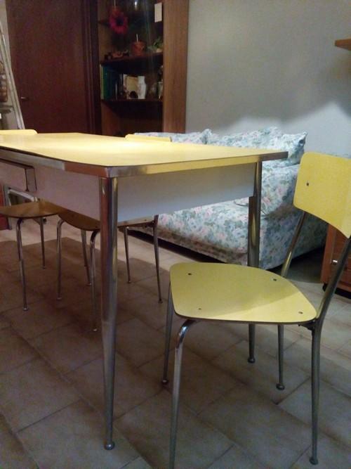 Tavolo Formica Vintage.Tavolo Formica Giallo Con Sedie A Crema La Soffiata