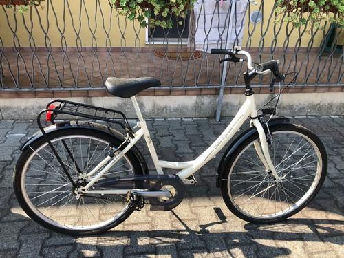 Graziosa bicicletta come nuova